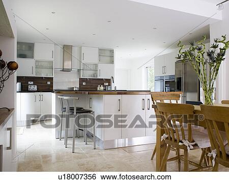 Cucina componibile bianco ginevra ep a con sgabelli per cucina
