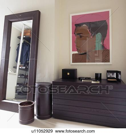 banque de photographies grand rectangulaire miroir masculin chambre coucher grand. Black Bedroom Furniture Sets. Home Design Ideas