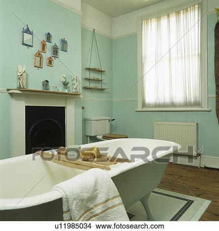 Stock Foto - rolltop, bad, in, klein, türkis, badezimmer u11985034 ...