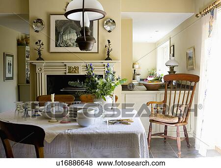 victorien lumire au dessus table blanc lin tissu dans traditionnel pays salle manger antiquit windsor prside