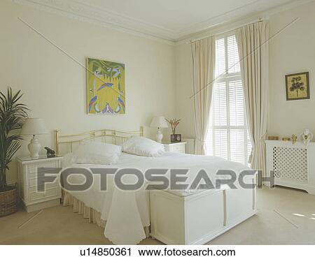 Stock Fotografie - witte, kussens, en, stikken, op bed, in, witte ...