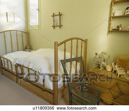 Banque d\'Images - bois, stockage, tiroirs, au-dessous, lit bois ...