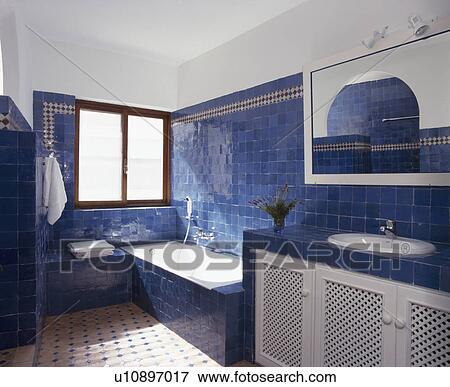 Immagine - brillante blu, tegole, in, moderno, spagnolo, bagno ...