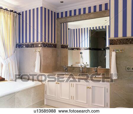 Beelden - gestreept behang, in, hippe, spaanse, badkamer u13585988 ...