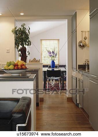 Pavimenti Per Cucina E Soggiorno.Pavimenti Di Legno Prefiniti In Piccolo Open Plan Cucina E Soggiorno Immagine