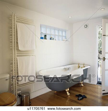 Stock Fotografie - rolltop, bad, in, hippe, witte, badkamer, met ...