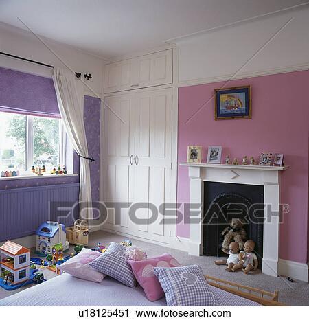 Rose, et, mauve, chambre coucher enfant, à, blanc, cheminée Banque d\'Image
