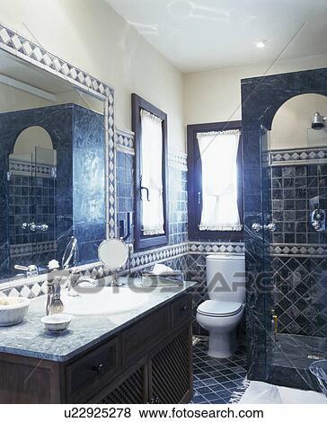 Beelden - traditionele, blauwe, tiled, spaanse, badkamer u22925278 ...