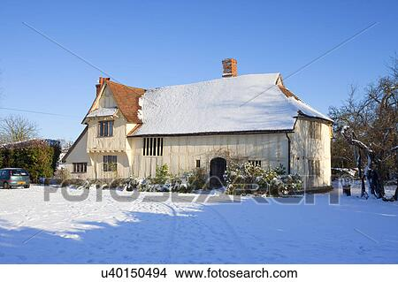 England, Suffolk, Flatford  Snow on and around Valley Farm, a medieval Hall  House built in the 15th century  It is the oldest building in Flatford