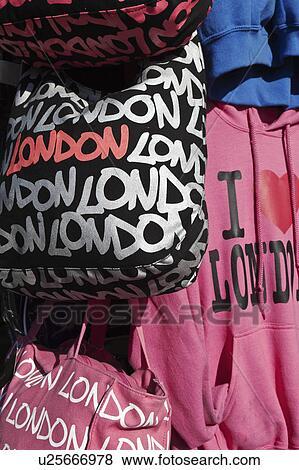 117b4ae5332c Αγγλία, λονδίνο, camden., λονδίνο, ενθύμιο, αρπάζω, και, ρούχα, για πώληση,  από, ένα, κατάστημα, μέσα, camden, ψηλά, αστικόσ δρόμοσ.