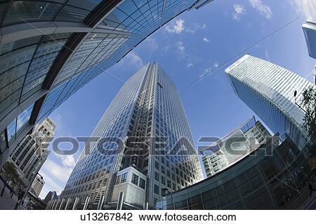 England, London, Canary Wharf  Fisheye view of One Canada Square at Canary  Wharf in London's Docklands, the second tallest building in the UK and 8