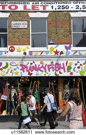 3d2434fce0d Αγγλία, λονδίνο, camden, town., γεμάτος χρώμα, πρόσοψη, από, punkyfish,  κατάστημα ρούχων, μέσα, ...