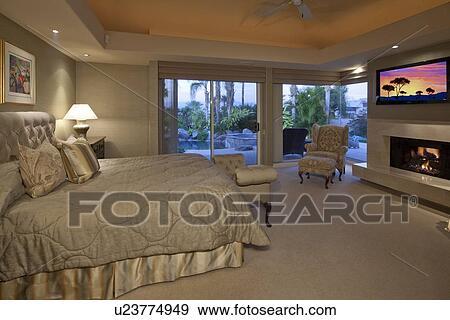Stock Fotografie - platte scherm tv, in, niche, boven, openhaard, in ...