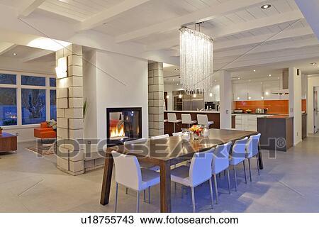 Sala Da Pranzo Moderna Contemporanea.Contemporaneo Candeliere In Moderno Sala Da Pranzo Di Lussuoso Villa Archivio Immagini