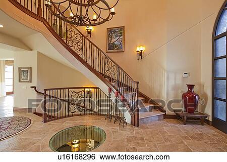 Couloir, Intérieur, à, Escalier, Et, Lustre, Dans, Luxe, Villa