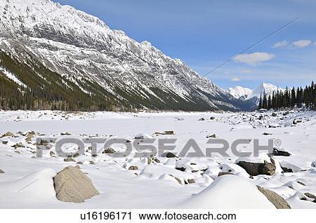 Banco de Fotografías - un, nieve cubrió, invierno escénico, de ...