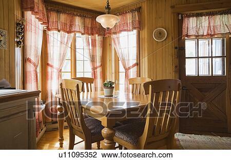 Stock Foto - antiker, tisch, und, stühle, küche, von, ein, alt ...