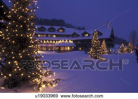 Christmas In Vermont.Lodge Inn Resort Trapp Family Lodge Christmas X Mas Xmas Winter Vermont The Snow Covered Trapp Family Lodge Is Decorated With Lights In The