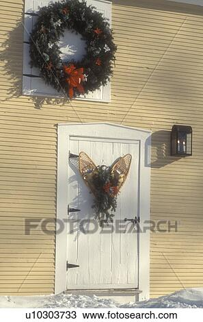 Christmas Wreath Snowshoe Door Holiday Wreaths Ribbon Bow Decorations Winter Snow A And Wooden Decorated Snowshoes Hang On