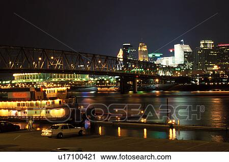 Cincinnati Riverboat Skyline Oh Ohio Barleycorn S Restaurant Along Row On The River And Taylor Southgate Bridge