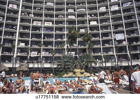 Pool Hotel Panama City Beach Fl Florida Gulf Of Mexico Crowd College Students On Spring Break Enjoying A Day Poolside At Holiday Inn The