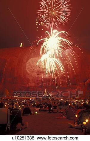 pictures of fireworks laser show stone mountain atlanta ga