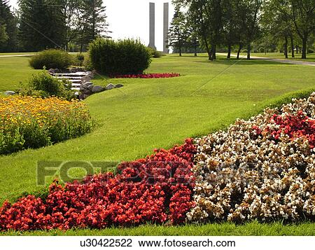 Boissevain, Canada, MB, Manitoba, International Peace Garden, ND, North Dakota, USA, border, Canadian Flag made of flowers