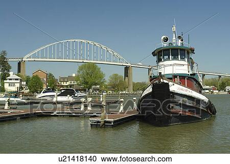 Chesapeake City, MD, Maryland, Chesapeake Bay, Chesapeake & Delaware Canal,  marina, bridge, tugboat Stock Image