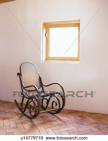 Uno, legno, sedia dondolo Archivio Fotografico