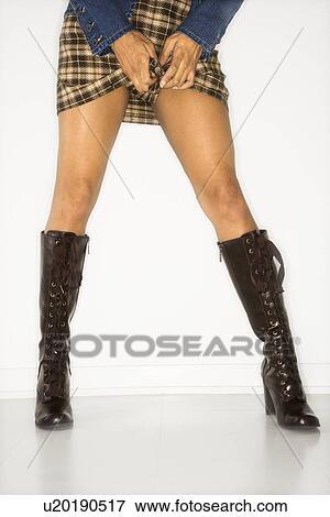 nouveau style b973e 55cbf Taille bas, vue, de, femme, jambes, dans, jupe, et, bottes Banque de Photo