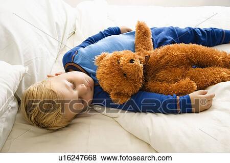 Bett Kleinkind Junge ~ Bilder kaukasisches kleinkind junge eingeschlafen bett mit