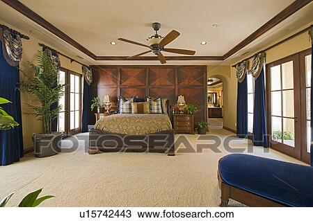 Stock Foto - slaapkamer, binnenste, met, plafond ventilator ...