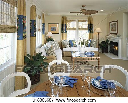 Tradizionale, soggiorno, e, sala da pranzo, con, caminetto Archivio ...
