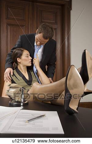Colecci n de fotograf a romance en la oficina for Ver videos porno en la oficina