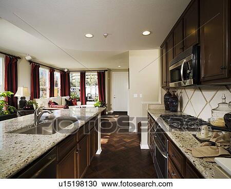 Fußboden Küche Parkett ~ Stock fotografie traditionelle kueche mit parkett holz