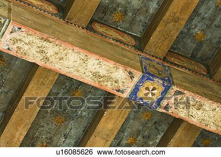Stock afbeeldingen detail hand geverfde plafond balken