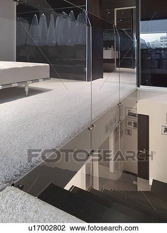 Escalier, et, mur verre, dans, moderne, maison Banque d\'Image ...