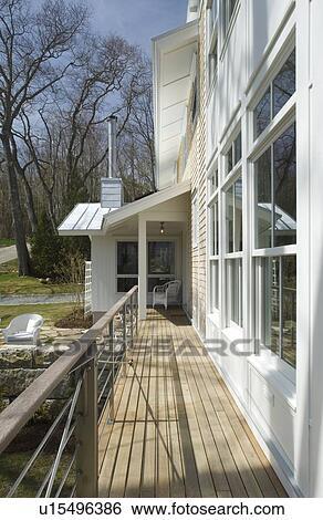 Porche, et, moderne, rampe, a côté, maison Banque de Photographies ...