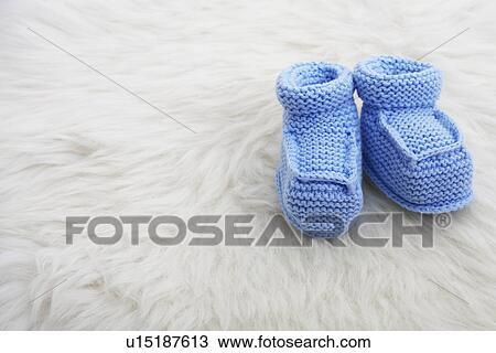 super popular 20ba2 e7fec Blau, babyschuhe, auf, schaffell Stock Bild