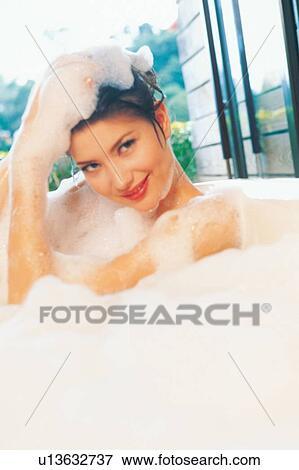 Mädchen, badezimmer, wannenbad, humor, blase Stock Foto | u13632737 ...