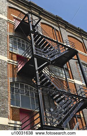 Merveilleux Fire Escape Staircase On A Victorian Warehouse Building