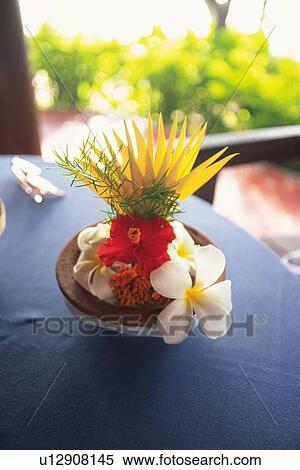 Stock Bild A Blumengesteck Tisch Hohe Winkelansicht U12908145