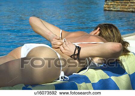 bikini pool wasser