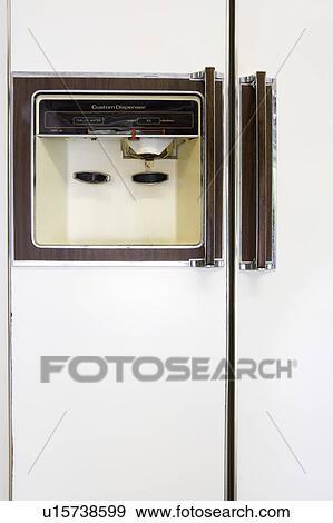 Stock Fotograf Wasser Und Eis Verteiler Auf A Fruher