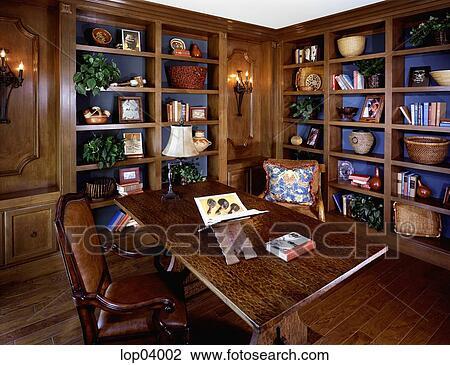 Banque de photo élégant bibliothèque et bureau à sombre
