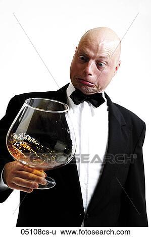 Homme, tenue, énorme, cognac, verre Banque de Photographies