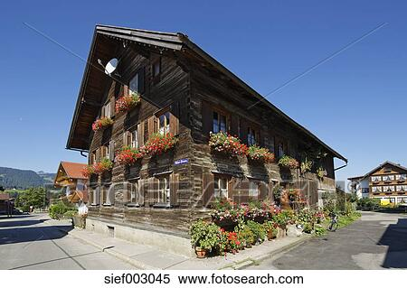 Deutschland Bayern Alt Holzhaus An Oberstdorf Stock