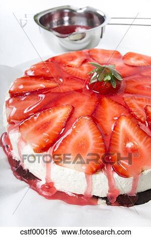 Stock Bild Rot Kuchen Glasur Tropfender Von Erdbeer Rahmkase